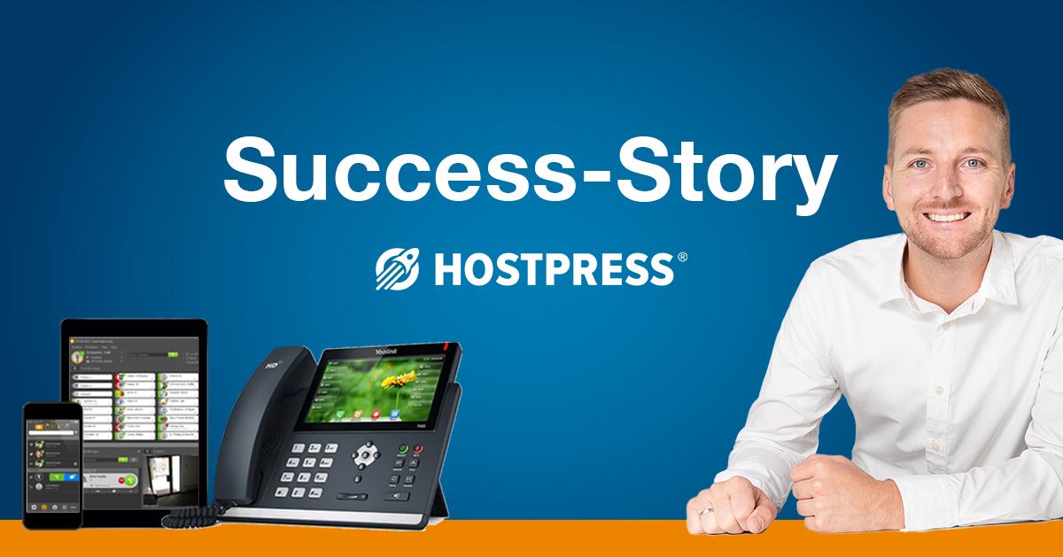 Success Story Hostpress Artikelbild mit Telefonsystem und Gründer Markus Krämer