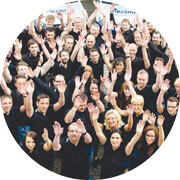 teamfoto-handsup-circle